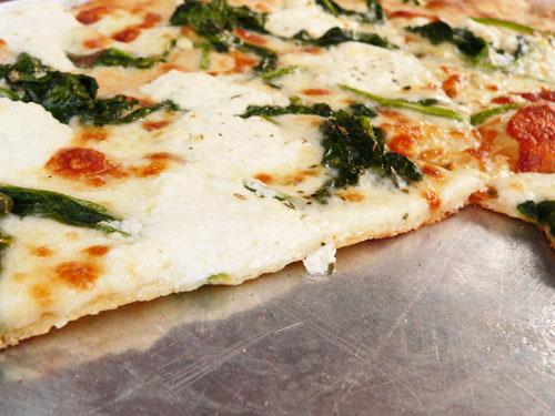 pizza de espinacas y cabra