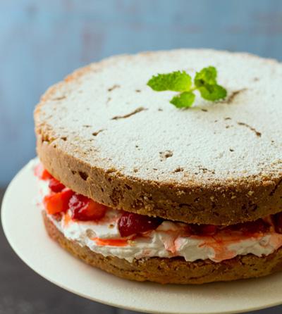 strawberry-victoria-sponge